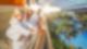 Eine Familie genießt den Ausblick aus dem Therme Erding Hotel Victory
